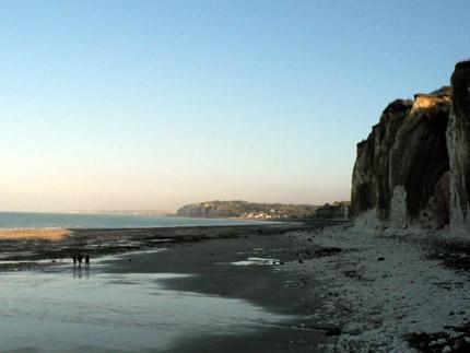 La plage et ses falaises