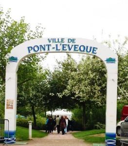 Accueil de la fête du fromage à Pont-l'Evêque