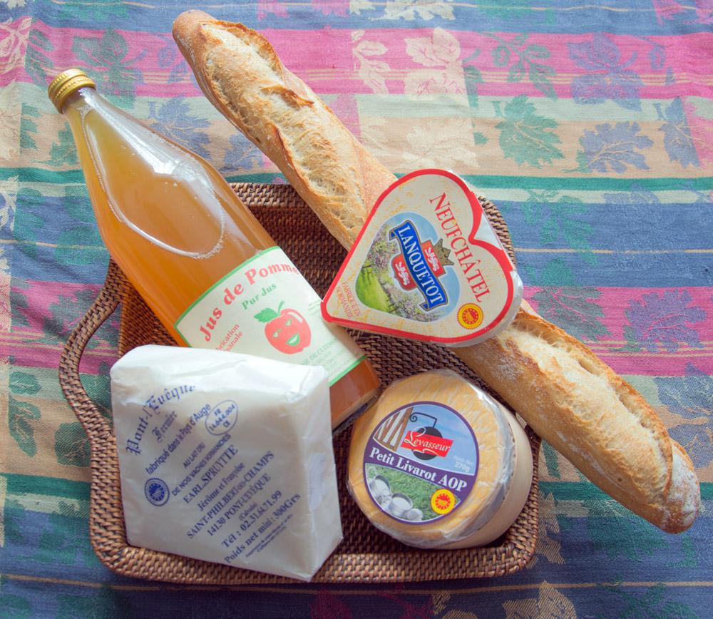 Fête du formage : neufchâtel, livarot, pont-l'évêque et jus de pommes