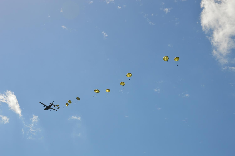 Parachutage historique du D-Day Festival Normandy