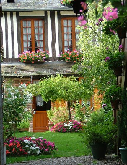 Maison fleurie du village