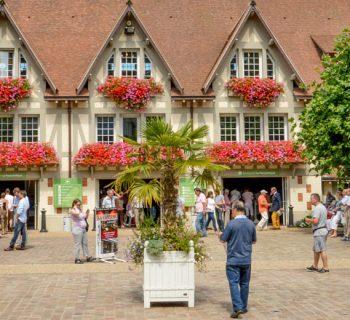Clairefontaine - Le charme des colombages et des fleurs.